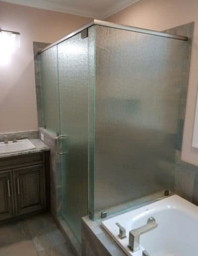 Patterned-glass-shower-doors-by-century-glass