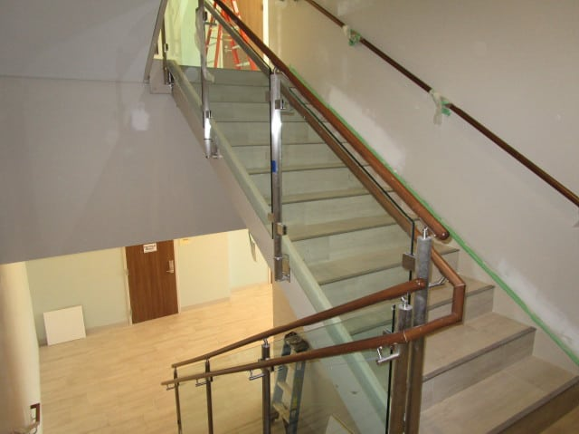 commercial-glass-hand-rails-by-century-glass