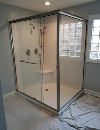 semi-frameless-bypass-with-return-glass-shower-by-century-glass-sc